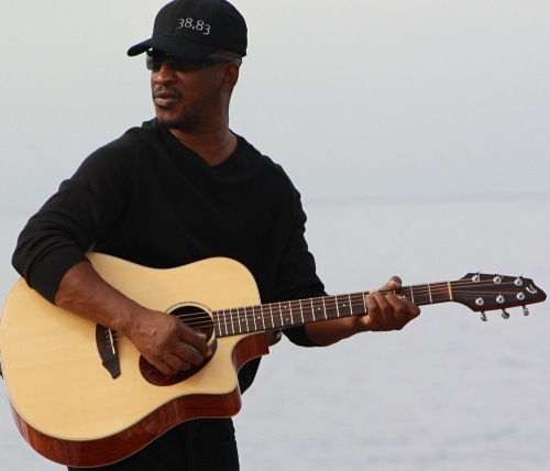 Brinsley_forde-strumming-webmed